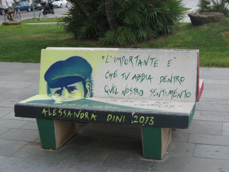 Panchina sul lungomare di Viareggio