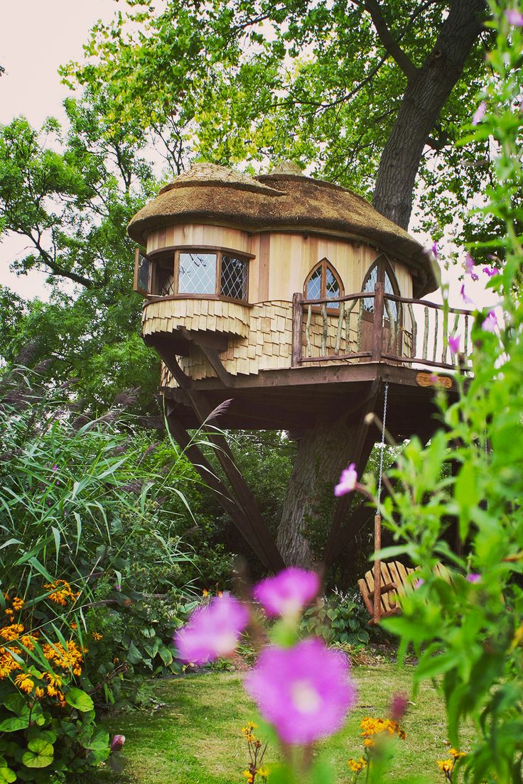 2017 01 tree house rentals in north carolina - Amberley Castle Treehouse A Fairytale Hideaway Built By Blue Forest Rustic Interior Is Complemented