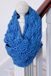 Chunky Infinity Scarf. This looks so warm and comfy.