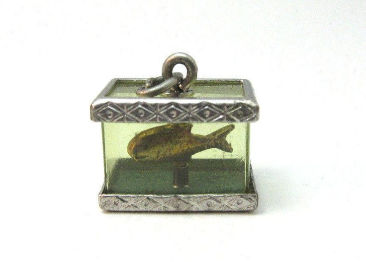 VINTAGE STERLING SILVER MOVABLE GOLDFISH FISH IN AQUARIUM CHARM ***