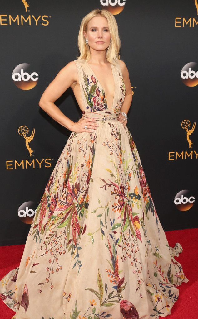 Kristen Bell , 2016 Emmy Awards, Arrivals