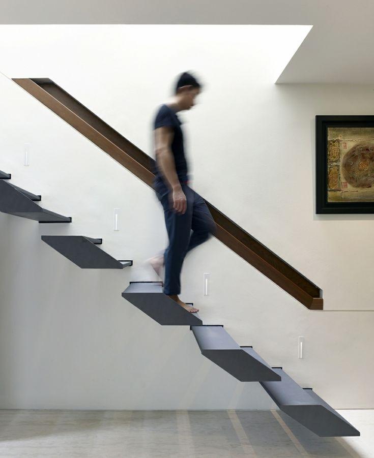 Eingebautes Geländer zu moderner Treppe in Grau