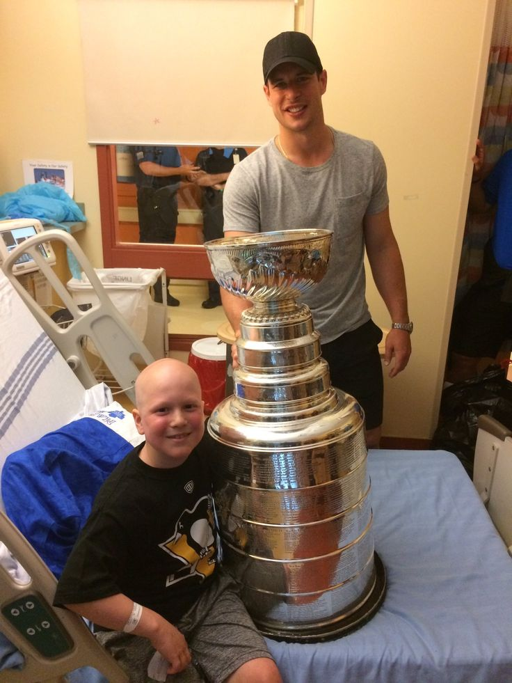 Sid surprises kids at a local children's hospital. (Halifax, NS) ❤️