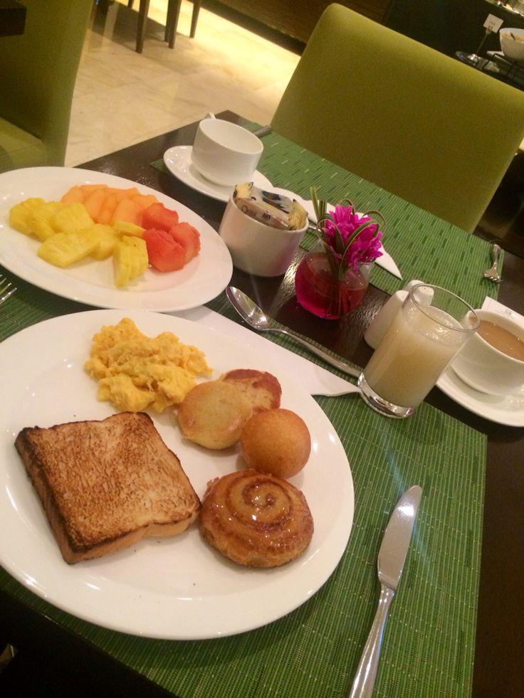 Breakfast in Bogota Holiday Inn... Ready voor Santa Marta ✈️