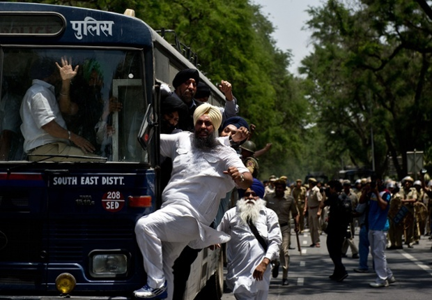 Sikh protestors are taken away in by police following a demonstration outside Sonia Gandhi's residence in New Delhi