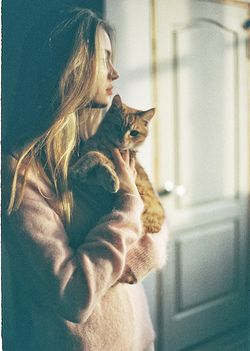 everyday ♥ beauty / pet portraits / girl and her cat / lighting / photography inspiration
