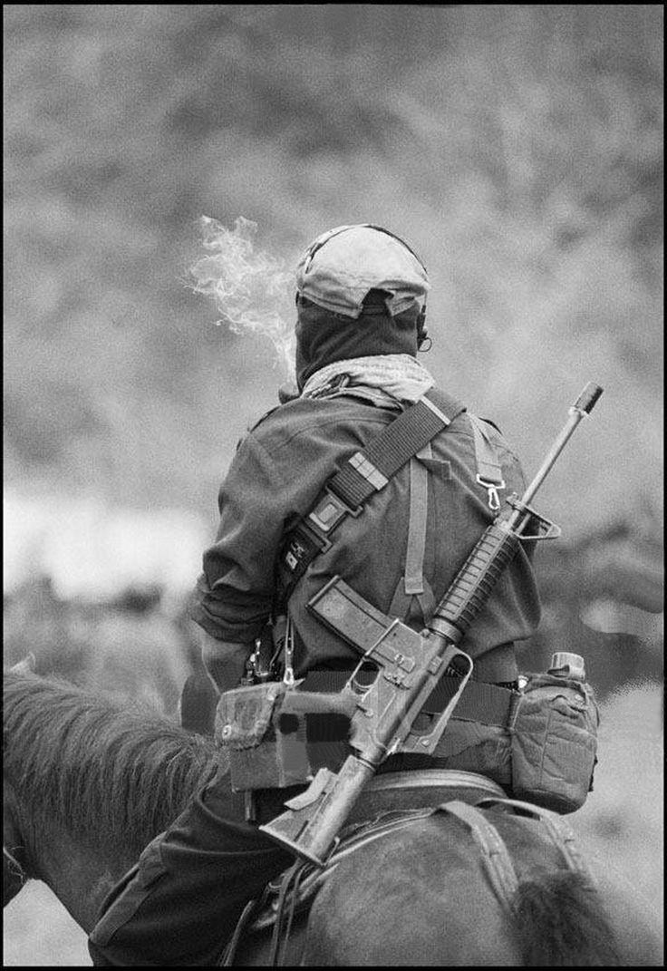 Subcomandante Marcos a caballo en la Selva Lacandona 15 mayo 1994 foto por Pedro Valtierra - CUARTOSCURO