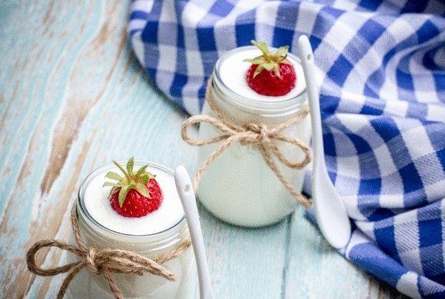 Натуральный йогурт – это буквально наше все. Он отлично справится с чувством голода, поможет в рекордно короткие сроки избавиться от лишних килограммов, идеален в качестве здорового завтрака.
