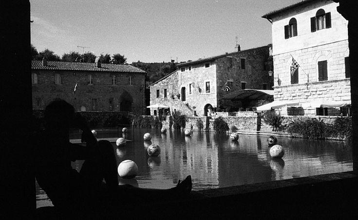 Bagno Vignoni (San Quirico d'Orcia). Foto di Michela Dallavalle su http://www.flickr.com/photos/mikurtina/9577702904