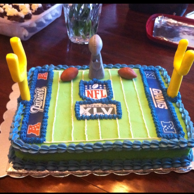 Superbowl cake: Bday Parties