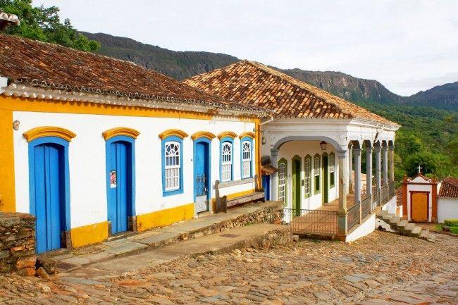 Localizada no interior de Minas Gerais, a 200 km de Belo Horizonte, Tiradentes é uma cidade bastante procurada quando o assunto é turismo cultural. Com atrações históricas como igrejas, museus e outras obras arquitetônicas seculares que contam partes históricas do Brasil, com incontestável beleza.