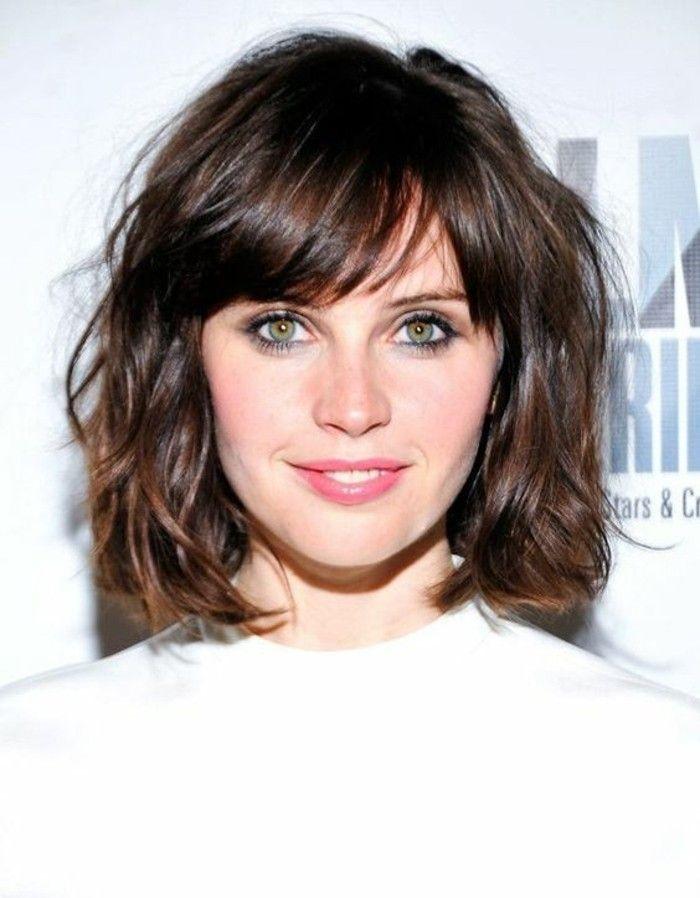 coupe de cheveux courte femme aux yeux verts levres roses yeux verts marrons - Coloration Cheveux Marron Glac