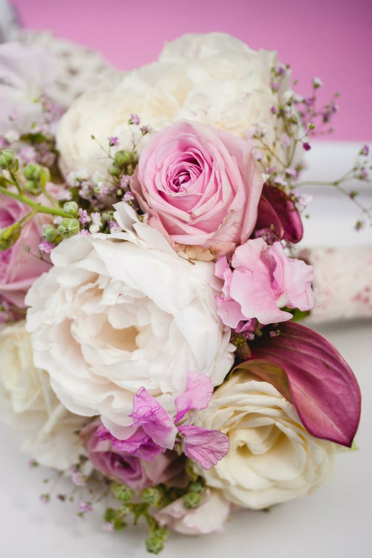 romantic blush bouquet by Eindeloos Weddings & Events. Photo: Fotozee