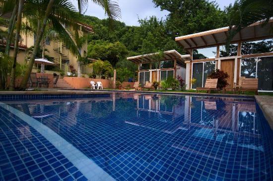 Fuego Lodge Santa Teresa, Ciosta Rica - WiFi client satisfaction rank 4/10. Download 1.9 Mbps, upload 455 kbps. rottenwifi.com