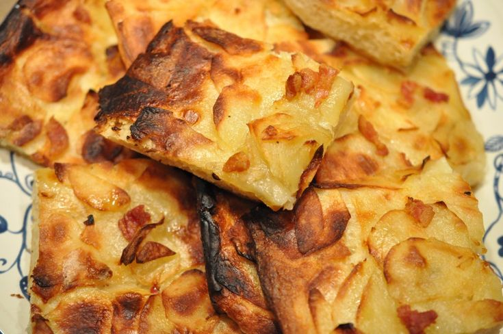 Prøv dette lækre kartoffelbrød der hurtigt er rørt sammen. Uden æltning eller udrulning. Nemt, hurtigt, sundt, billigt. Ingredienserne har du næsten med sikkerhed på lager ;-)