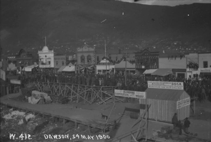 Vue de Dawson, le 24 mai 1900  http://collectionscanada.gc.ca/pam_archives/index.php?fuseaction=genitem.displayItem&lang=fre&rec_nbr=3301586