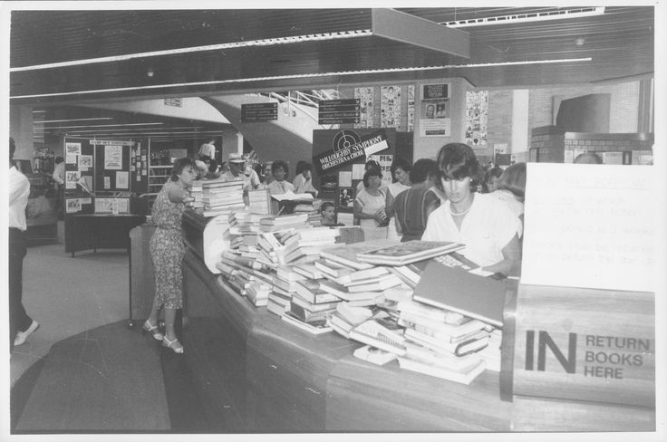 Circulation desk, Willoughby Library, Chatswood after the Easter long weekend, 1985.