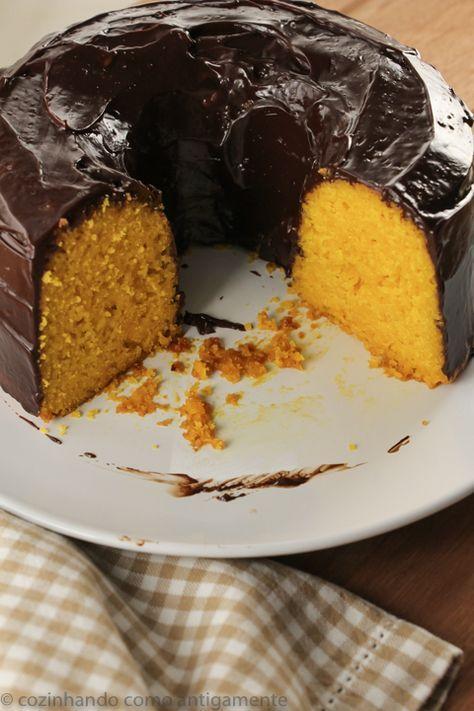 Receita de bolo de cenoura sem glúten, feita com farinha de arroz e polvilho doce, para adoçar a vida de quem não pode consumir farinha de trigo.
