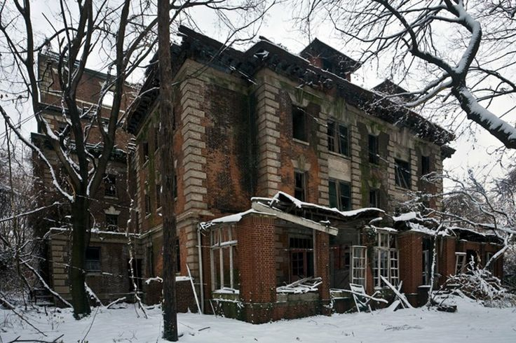 This 13-Acre Island Right Next To New York City Has Been Abandoned Since 1963     12/35       The nurses' residence after a snowfall. Construction on this building was finished around 1904.