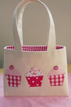 Cupcake tote - this would be SO cute for a little girl!                                                                                                                                                      More
