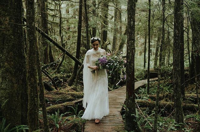 Alicja, a bride in all her beauty. See her and her husband Boris during their Toronto elopement on the blog! Photos by @daringwandererweddings #elopement #weddinginspo #realwedding #toronto #destinationwedding #bride #forestwedding #whitemagazine