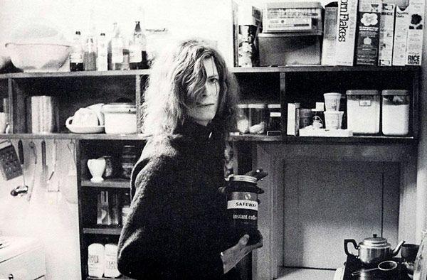bowie makes coffee: Celebrity Photos, Bowie Coff, Famous People, Memorial Celebrity, Bowie 19711973, Famous Musicians, David Bowie, Famous Portraits, Instant Memorial