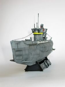 """Model niemieckiego okrętu podwodnego U-1004, typu VIIC/41, w malowaniu z roku 1944. Długość modelu 47 cm. Model plastikowy, ręcznie złożony i ręcznie pomalowany w skali 1:144.    """"U-Boot Type VIIC/41 - U 1004"""" (041990) - This is model of german submarine U-1004, type VIIC/41, in painting in 1944. Lenght 47 cm (centimetres). Plastic model, hand-glued and hand-painted, 1:144 scale models."""