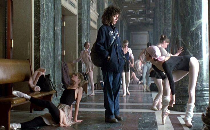 Flashdance http://www.gabiurda.ro/colantii-manevra-vestimentara-de-toamna/