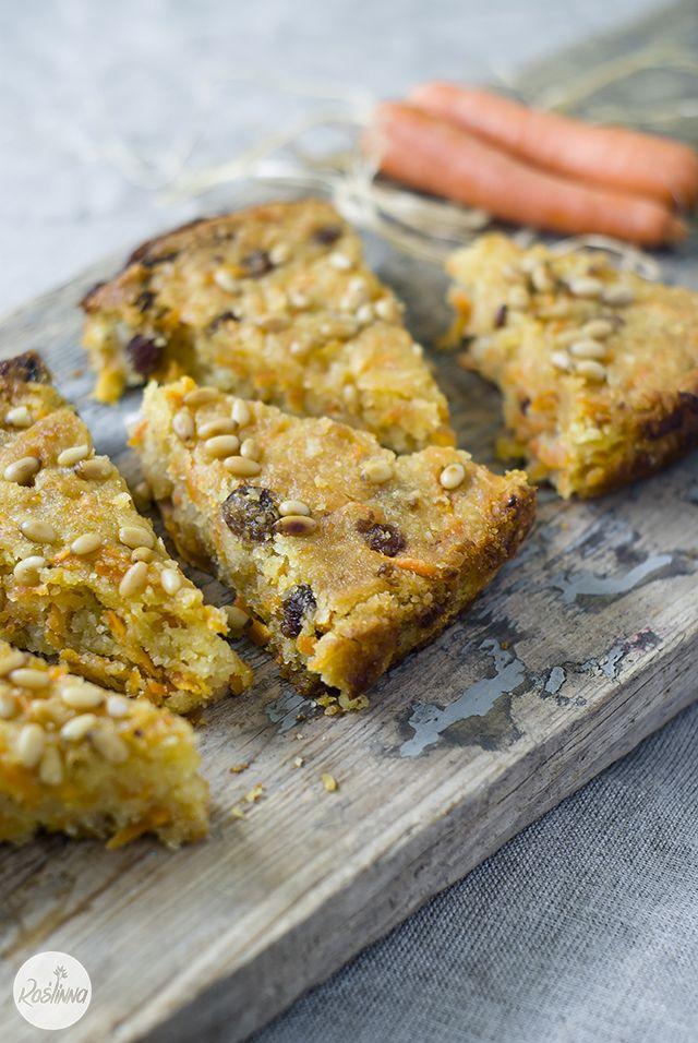 Roślinna : Wegańskie bezglutenowe ciasto marchewkowe