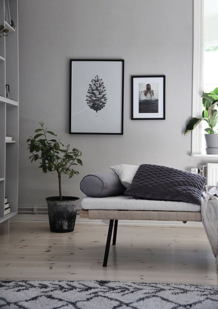 Kunskapstavlan likes! - This beige living room has some amazing birch flooring! We really like the photos on the wall as well, our Swedish leaves would've loved nice next to that pine cone poster! - Scandinavian interior