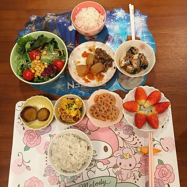 2016/11/28 15:14:31 crystalmama123 28/11/2016 昼ご飯 〜肉じゃが 〜さんまのみそ煮 〜蓮根と人参の甘辛煮 〜かぼちゃサラダ 〜さつまいも 〜野菜サラダ 〜いちご  #昼ご飯 #ランチ #おうちごはん #手作り #手料理 #家庭料理 #クッキング #健康 #ヘルシー #おいしい #お腹いっぱい #いちご #lunch #homecooking #homemade #cooking #eatinghealthy #healthyfood #yummy #delicious #food #foodie #foodstagram #hkfoodblogger #hkfood #hkig #hongkong #Monday  #健康