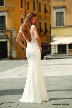 Een trouwjurk met mooie rugdetails, dé trend in trouwjurken.   Trouwshop.comTrouwshop.com