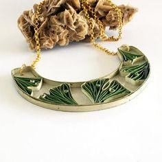 Collana di carta quilling a mezzaluna flora_03 con foglie di gingko
