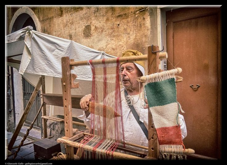 The weaver by Giancarlo Gallo