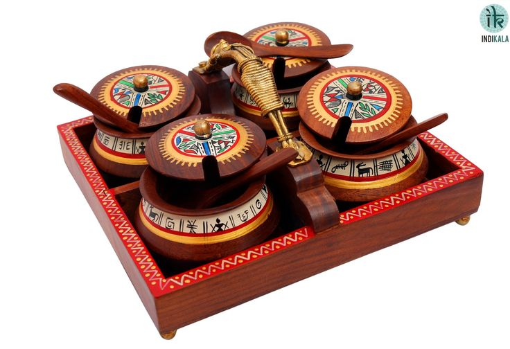 An exquisite and ethnic tray with four bowls. Each bowl with a serving spoon. This tray can be used for a variety of purposes. Adds a wow to your table décor. Handle in shape of a Masai woman adds to the classy touch.