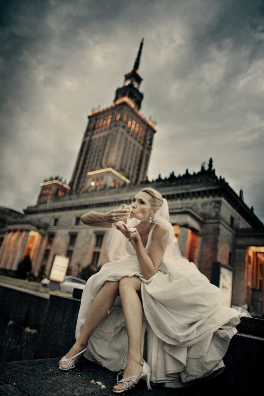 bride's eating kebap. another funny wedding shot by Anna Kalina Ciesielska (Poland).