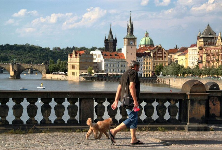 http://guias-viajar.com/chequia/ Rio Moldava desde el puente Legii en Praga
