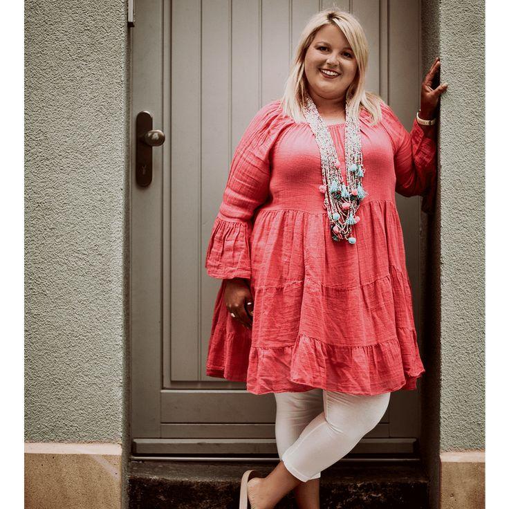 diese plussize leinenkleid in pink ist nichts fuer graue maeuse zeig