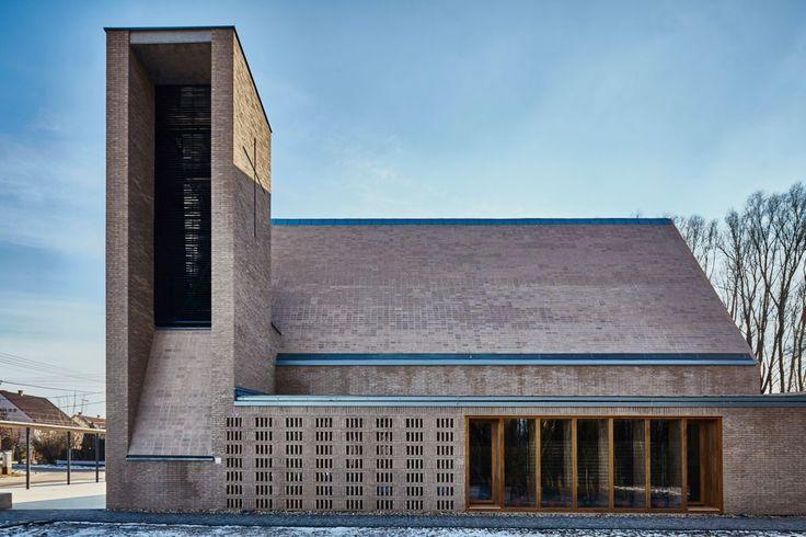 képek: Klinkerépítészet - a debreceni Szent György templom