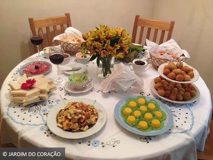 Mesa arrumada para receber os convidados