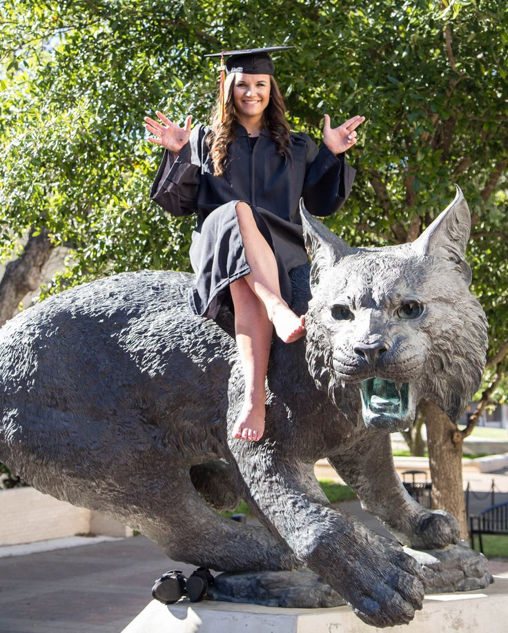 Eat em up Cats!  Graduation photo session at Texas State University!