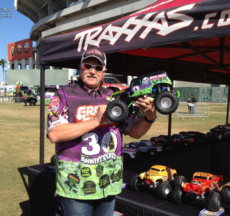 Dennis Anderson with the Traxxas Grave Digger Replica