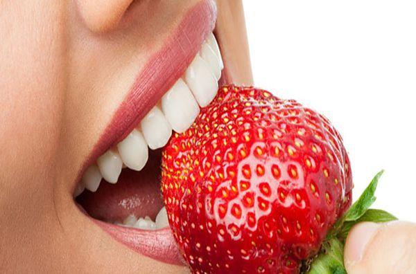 Έτσι θα κάνετε λεύκανση στα δόντια σας με φυσικό τρόπο