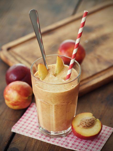 Un smoothie o licuado delicioso y saludable, lleno de vitaminas, minerales, fibra, omega 3, potasio, fósforo y antioxidantes como betacarotenos. Bajo en calorías, te hará sentir muy satisfecho! http://blogesp.diabetv.com/smoothie-delicia-de-durazno/