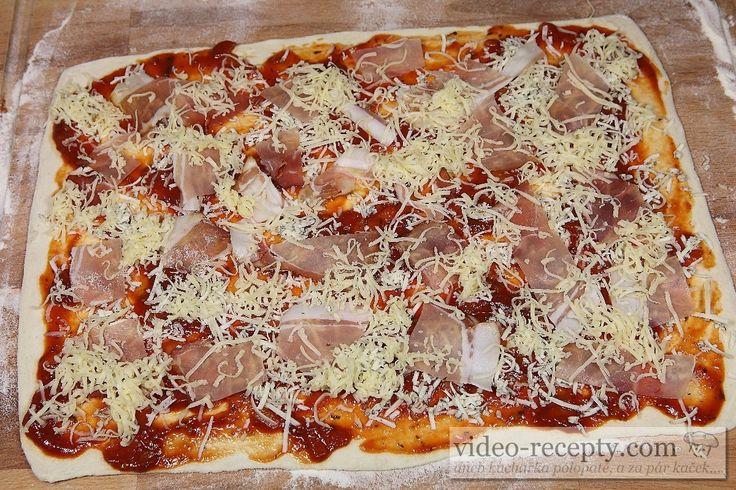 Sýroví pizza šneci se šunkou
