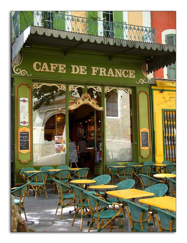 Le café de France à L'isle sur la Sorgue . Vaucluse .