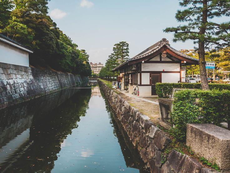 Nijo Castle's Moat in Kyoto, Japan. Copyright Sami Hurmerinta / Explodingfish.net.   #japan #travel #kyoto #nijo #nijocastle #wanderlust #castle