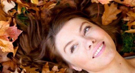 """Rimedi naturali: caduta dei capelli Il """"tempo delle castagne"""" è iniziato e oltre all'arrivo dell'autunno c...  Leggi il resto dell'articolo sul sito. #UptowngirlBlog #Beauty #Consigli #capelli #impacco #caduta #autunno"""