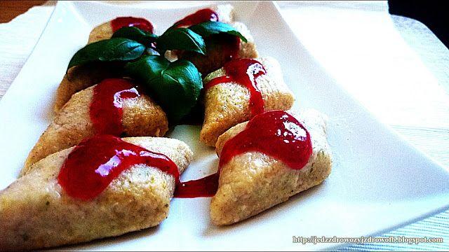 Jaglano-serowo-miętowe kluski z sosem truskawkowym