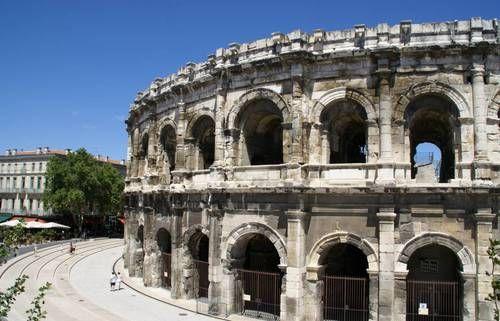 'Nîmes Arènes'